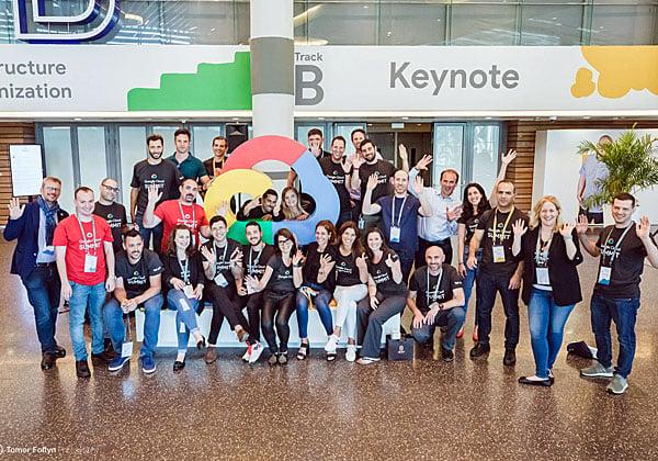 חברי צוות Google Cloud חוגגים כנס מוצלח נוסף. צילום: תומר פולטין