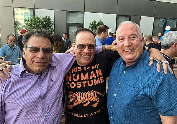 """מימין: דודי אילן, מנהל הסניף הישראלי של פאלו אלטו; פלי הנמר, יזם ומנהיג אנשים ומחשבים; ותא""""ל (מיל') ארנון זוארץ."""