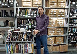 ארז אלימלך, מנהל צוות הזמנות ועותקי חובה בספרייה הלאומית. צילום: עמית פאר, הספרייה הלאומית
