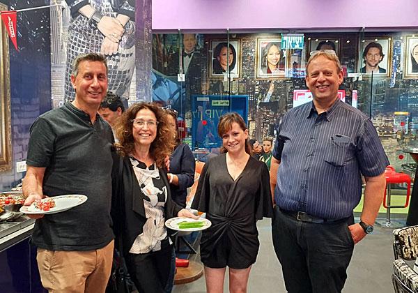 """מימין: נתי אברהמי, מנכ""""ל טלדור; לימור רזניק, מנהלת השיווק של החברה; ושי ורדי, מנמ""""ר ישראכרט, ורעייתו. צילום: יח""""צ"""