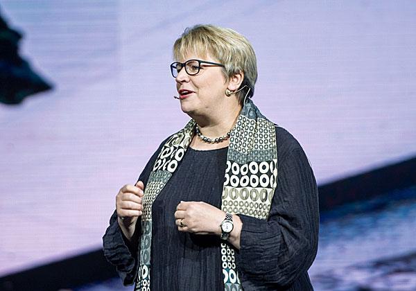 """קרוליין טיילור, סגנית נשיאה ומנהלת שיווק גלובלית ביבמ ויו""""רית Stop the traffik. צילום: אור קפלן"""