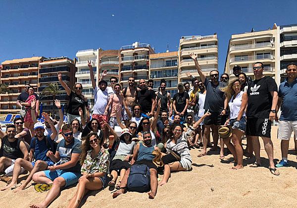 """אנשי ווייט האט נופשים וחוגגים בברצלונה. צילום: יח""""צ"""