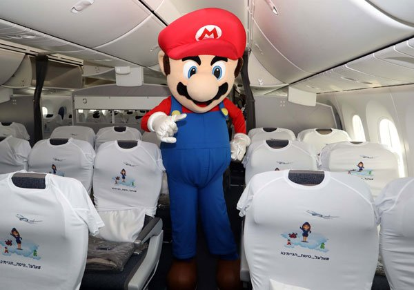 גם המושבים במטוס לבשו חג לקראת טיסת הגיימינג הראשונה של אל על. צילום: סיון פרג'