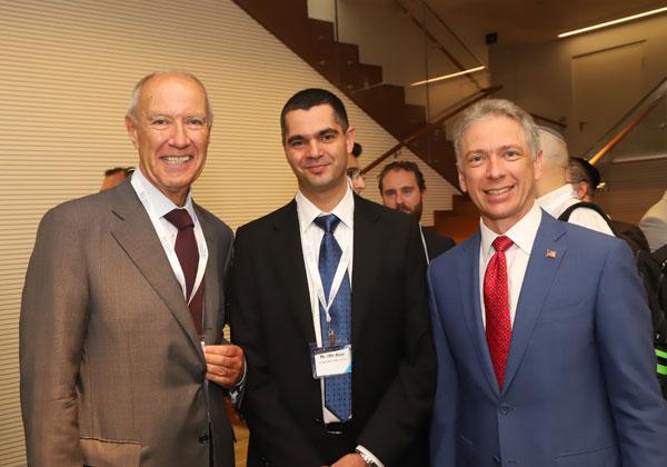 """מימין: אנדריי ינקו, ראש משרד הפטנטים האמריקני; עו""""ד אופיר אלון, ראש רשות הפטנטים; וד""""ר פרנסיס גארי, מנכ""""ל הארגון הבינלאומי לקניין רוחני. צילום: פז בר"""
