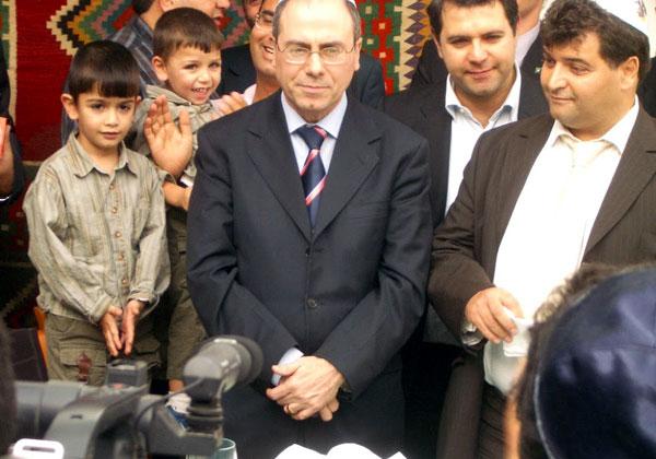 השר סילבן שלום בביקור בקהילה היהודית בשכונה שבה נולד. צילום: אנשים ומחשבים