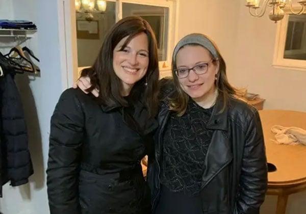העיתונאית סיון רהב-מאיר עם אן נויברגר, מנהלת מינהלת הסייבר ב-NSA. צילום: באדיבות סיון רהב-מאיר