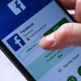 באג באפליקציית פייסבוק גורם להפעלת המצלמה בעת גלילה בפיד החדשות