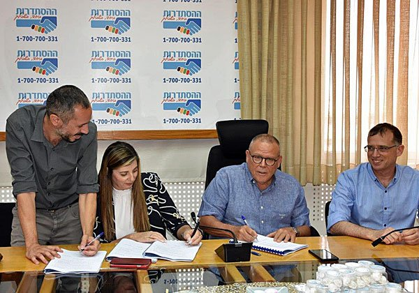 טקס החתימה על ההסכם היום (ה'). צילום: אגף הדוברות בהסתדרות
