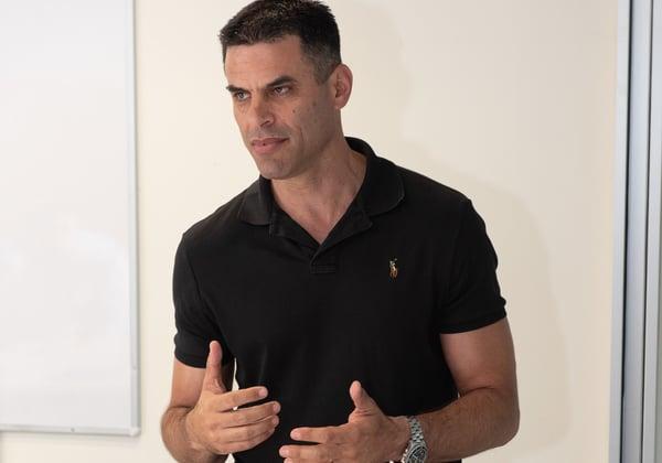אופיר בר, בעלי חברת Cympire, והאחראי על תחום הסימוטורים בקמפוס היחידה ללימודי חוץ בטכניון. צילום: שי הדס