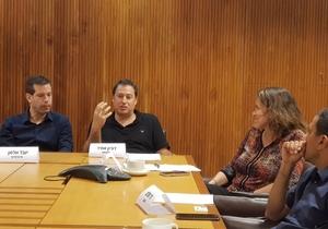 """דורון אמיר, מנכ""""ל פלקסיוו, מדבר ברב-שיח. צילום: פלי הנמר"""
