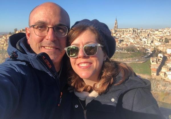 אודליה בוקר ובעלה, על רקע הנוף של טולדו. צילום: עצמי