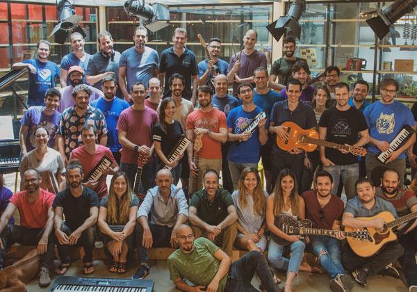 מנגנים ומפתחים: אנשי ג'וי טיונס. צילום: אור פז