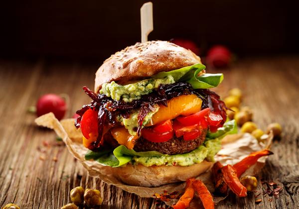 מוצר טעים, מזין ובריא יותר לסביבה. המבורגר טבעוני. צילום: BigStock