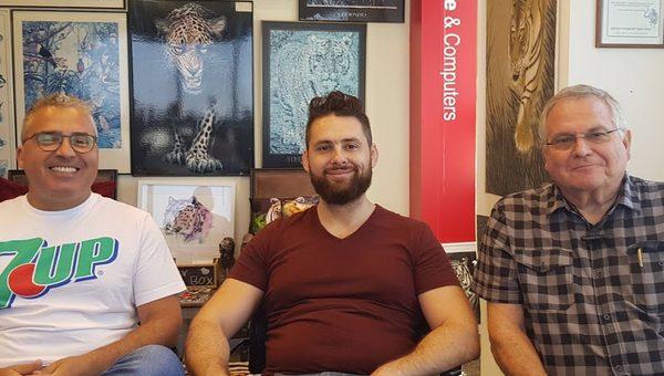 באו לבקר במאורת הנמר: שלושה אורחים מבוזונט