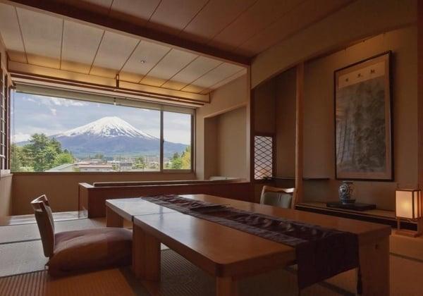 המלון מול הר פוג'י. צילום: אגודה