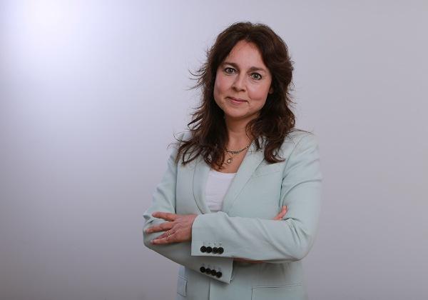 """עו""""ד גייל עציון, ראשת מחלקת היי-טק וסטארט-אפים, ושותפה בפירמת עורכי הדין מ. פירון ושות'. צילום: אייל מוראליס"""