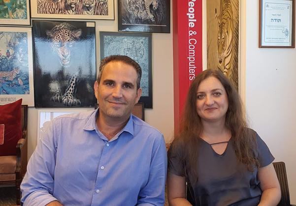 מימין: ניר אמקייס מנהל חטיבת אבטחת המידע והסייבר ב-One1 Security, ופיאנה ז'בלב, מנהלת הפיתוח העסקי בחטיבה. צילום: פלי הנמר