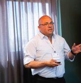 """אות יקיר עמותת בוגרי 8200 לשלומי ליברמן, סמנכ""""ל התפעול בדל טכנולוגיות ישראל"""