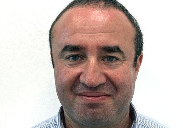 יגאל אוסטרובסקי, מנהל מכירות בכיר לתחום ספקי השירות בג'וניפר ישראל. צילום עצמי