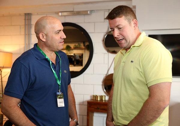 מימין: ולדימיר אורייב, מנהל מכירות MIST; ואלון סטמבולצ'יק, ספיידר תקשורת. צילום: ניב קנטור