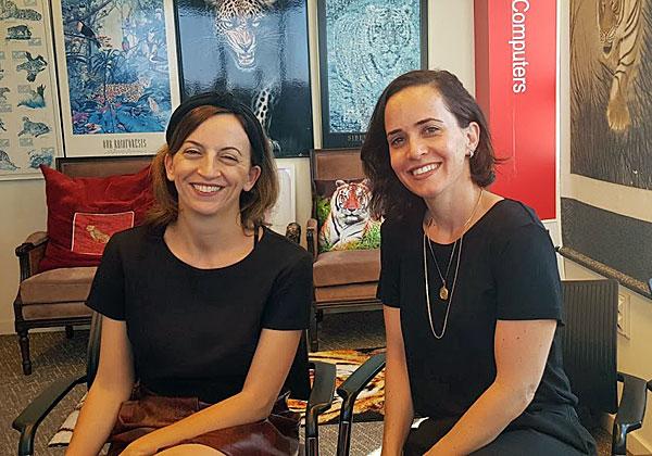 """באו לבקר במאורת הנמר: מימין - נועה קלוט ומירלי רוטשטיין, מנכ""""ליות משותפות של 3Base. צילום: פלי הנמר"""