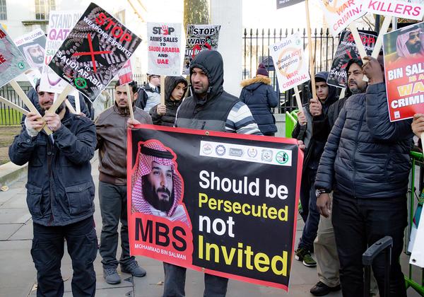 מתנגדי משטר סעודי ומוחים כנגד יורש העצר הסעודי, מוחמד בן סלמאן, באנגליה. צילום אילוסטרציה: BigStock