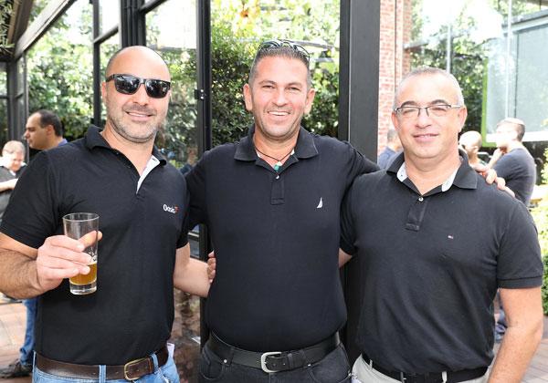 """מימין: מיקי גירשגורן, מנהל IT גלובלי בזרטו; ליאור נעים, סמנכ""""ל מכירות ב-Tripple T; וארז בן ישי, מנהל מכירות באואזיס. צילום: ניב קנטור"""