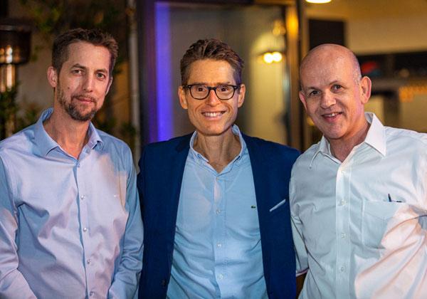 """מימין לשמאל: אלי גליקמן, מנכ""""ל צים, בן פסטרנק, מנכ""""ל קבוצת אמן, אסף טיראן, סמנכ""""ל לקוחות צים. צילום: ניר אלון"""