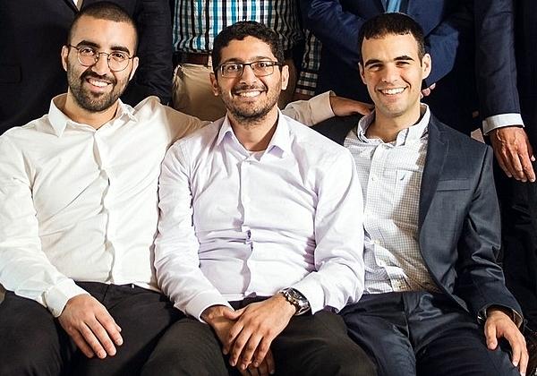 """מימין לשמאל: אלון ארבץ, מנהל הפעילות בישראל, גיא ניצן, מנכ""""ל, וגל בן דוד, CTO, אינסייטס. צילום: יח""""צ"""