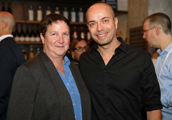 """מימין: טל ברמן, מנחה המפגש; וד""""ר איה סופר ממעבדות המחקר של יבמ בחיפה. צילום: ניב קנטור"""