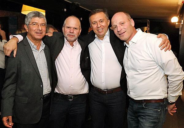 """מימין: אלון כרמלי, מנהל אזור BMC ישראל, צ'כיה והונגריה; ורם אלול, מנהל פעילות BMC בישראל ובמזרח אירופה; רונן זרצקי, יו""""ר פורום המנכ""""לים והמנמ""""רים C3 של אנשים ומחשבים; ופוני ארביב, סמנכ""""ל מטריקס מוצרי תוכנה. צילום: ניב קנטור"""