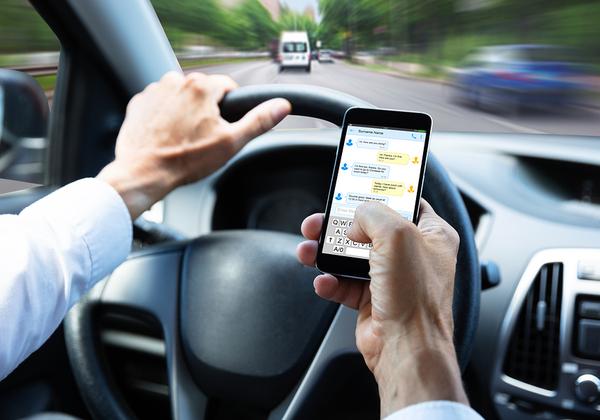 אם נוהגים לא מסמסים. באוסטרליה גם נלכדים ונקנסים. צילום אילוסטרציה: BigStock