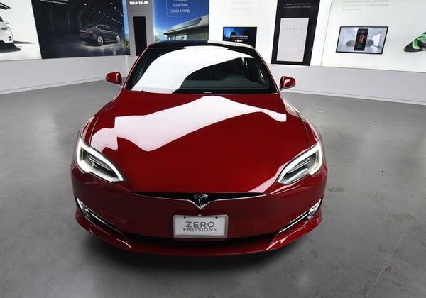 ה-Model S של טסלה. צילום: BigStock
