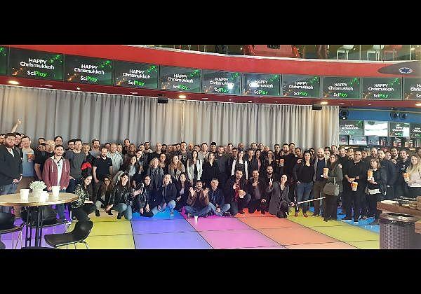 """עובדי חברת סייפליי באירוע סוף שנה. צילום: יח""""צ"""