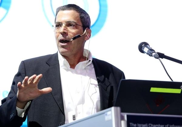 """עידו ליפשיץ, סמנכ""""ל ערוצי שיווק ולקוחות אסטרטגיים בחברת CGS Tower Networks, בהרצאתו בוועידת ישראל לטכנולוגיות המידע 2019. צילום: ניב קנטור"""