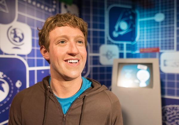 """בובת שעווה של המייסד ומנכ""""ל פייסבוק, מארק צוקרברג, צופה אל העתיד. צילום: BigStock"""