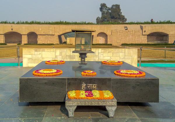 ראג' גהאט (Raj Ghat) - אתר ההנצחה למהטמה גנדי, שבמזרח ניו דלהי. צילום: BigStock