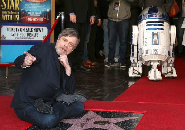 מארק האמיל - שגילם את לוק סקייווקר ממלחמת הכוכבים - בטקס הטבעת כוכב על שמו בשדרת הכוכבים של הוליווד. צילום: BigStock