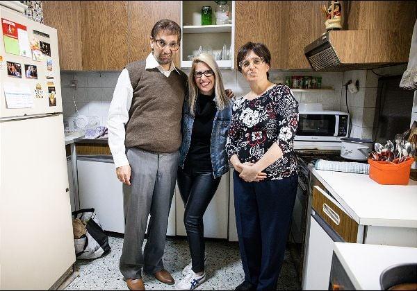 מימין: הילה גולדברג, הילה פלדמן גרא, מנהלת מחלקת השיווק ודוברת הכשרה חברה לביטוח, ואבי דנגור. צילום: מיכה לובטון