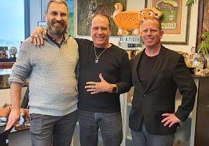 מימין: פיני לנגמן, פלי הנמר ואייל בר-אור במפגש במאורה. צילום: פלי הנמר