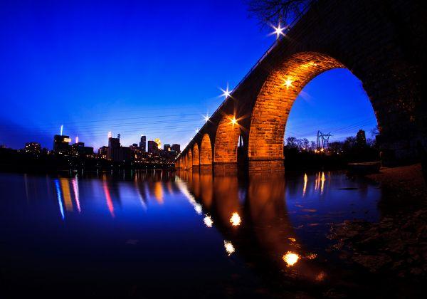 גשר קשת האבן שבמיניאפוליס, הדרך הנכונה לחצות את המיסיספי. צילום אילוסטרציה: BigStock