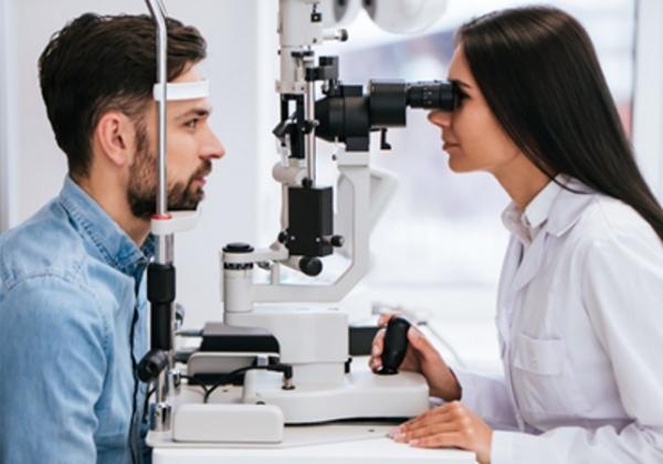 """בדיקת עיניים פרונטלית ומקרוב? סליטלד מציעה משהו אחר וחדשני. צילום: יח""""צ"""