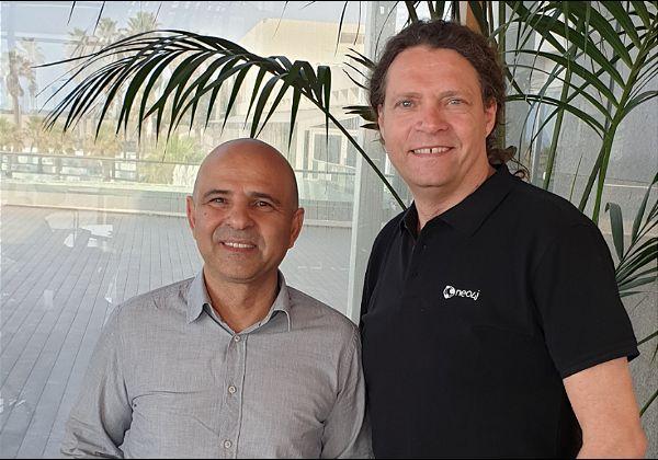 """מימין: דירק מילר, מנהל אזור אירופה, המזה""""ת ואפריקה ב-Neo4j, ואלי עלפי, מנהל פעילות Neo4j ב-NessPRO. צילום: יח""""צ"""