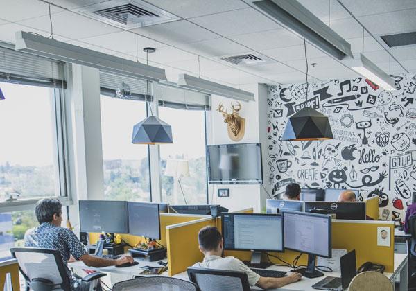 עם משרדים יםים כאלה, אול לא כדאי בכלל לעבוד מהבית. צילום: ויקטור לוי