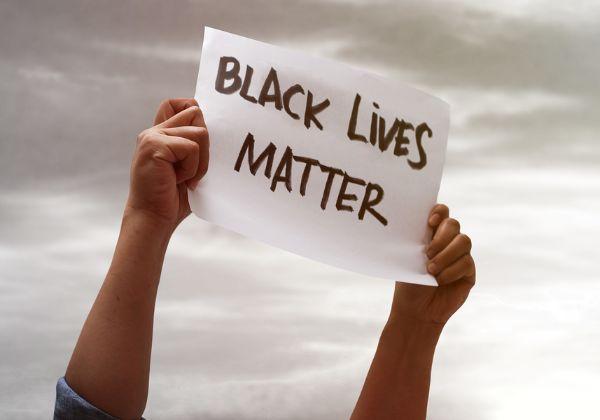 """עוד ועוד התגייסות מטעם ענקיות הטכנולוגיה. מחאת """"חיי השחורים חשובים"""". צילום: BigStock"""