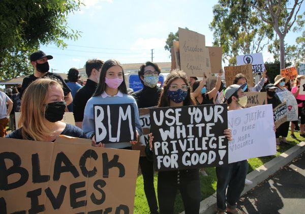 מחאת Black Lives Matter. אנדי ג'סי בעד. צילום: BigStock