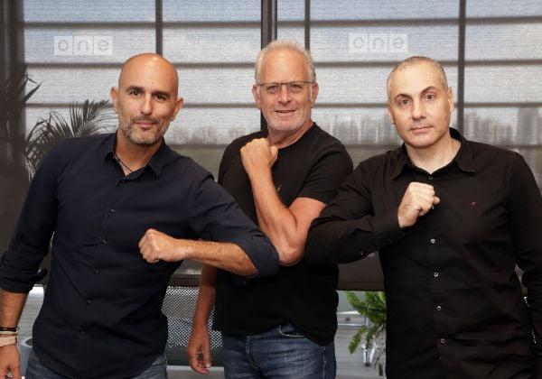 """מימין לשמאל: רונן גבאי, מנהל טכנולוגיות ראשי, יוביטיק; עדי אייל, מנכ""""ל וואן טכנולוגיות; צחי אסיף, מנכ""""ל יוביטק. צילום: פז בר"""