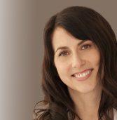 """מק'נזי בזוס, גרושתו של מייסד אמזון – האישה העשירה בארה""""ב"""