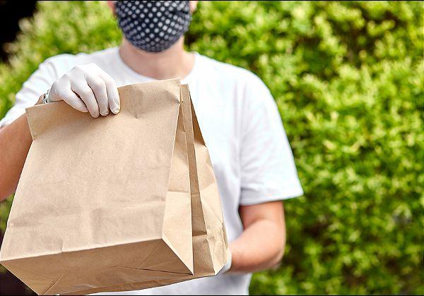 חווים באחרונה גאות בביקושים, עקב במשבר הקורונה. משלוחי מזון. צילום אילוסטרציה: BigStock