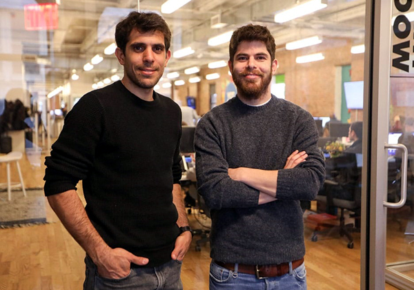 תומר תגרין (מימין) ועומרי כהן, מייסדי יוטפו. צילום: מור שני